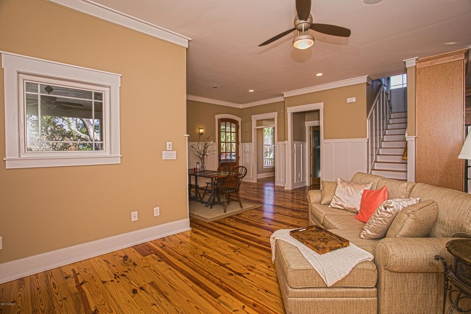 Smith & Weeks Real Estate - http://cdn.resize.sparkplatform.com/ncr/1024x768/true/20171121163831506194000000-o.jpg