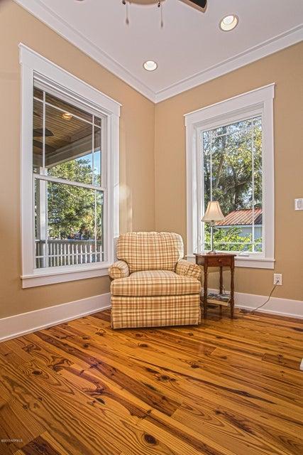Smith & Weeks Real Estate - http://cdn.resize.sparkplatform.com/ncr/1024x768/true/20171121163901863214000000-o.jpg