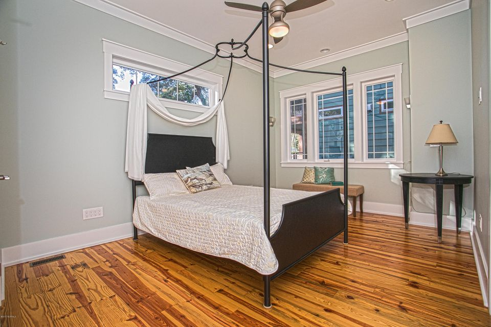 Smith & Weeks Real Estate - http://cdn.resize.sparkplatform.com/ncr/1024x768/true/20171121164139756946000000-o.jpg