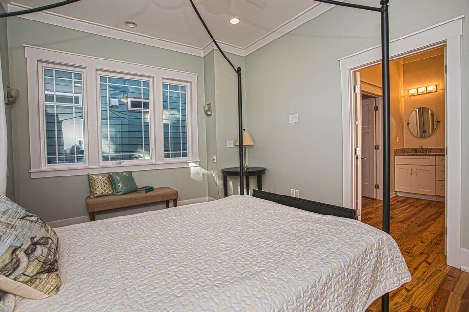 Smith & Weeks Real Estate - http://cdn.resize.sparkplatform.com/ncr/1024x768/true/20171121164210182432000000-o.jpg