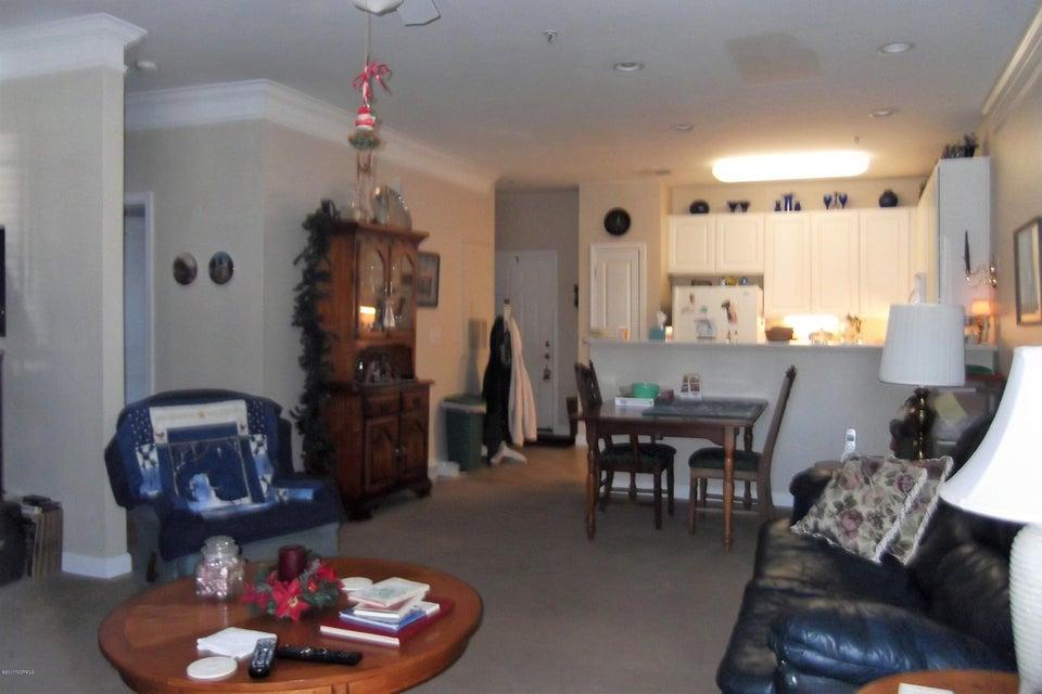 Crow Creek Real Estate - http://cdn.resize.sparkplatform.com/ncr/1024x768/true/20171121185305548918000000-o.jpg