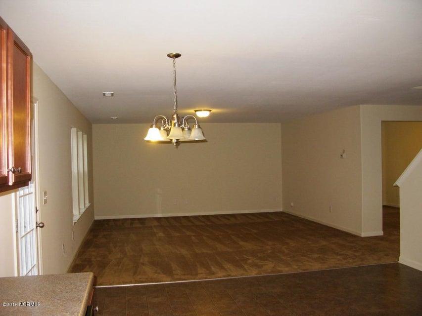 Richmond Hills Real Estate - http://cdn.resize.sparkplatform.com/ncr/1024x768/true/20171201183135471171000000-o.jpg