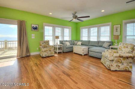 East Beach Real Estate - http://cdn.resize.sparkplatform.com/ncr/1024x768/true/20171207172426286655000000-o.jpg