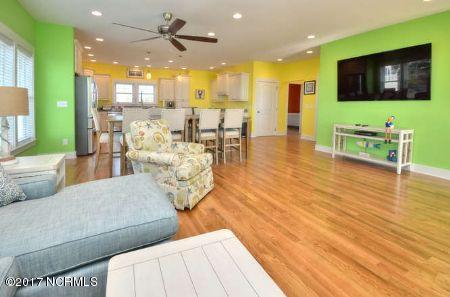 East Beach Real Estate - http://cdn.resize.sparkplatform.com/ncr/1024x768/true/20171207172516219381000000-o.jpg