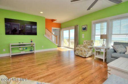 East Beach Real Estate - http://cdn.resize.sparkplatform.com/ncr/1024x768/true/20171207172546181431000000-o.jpg
