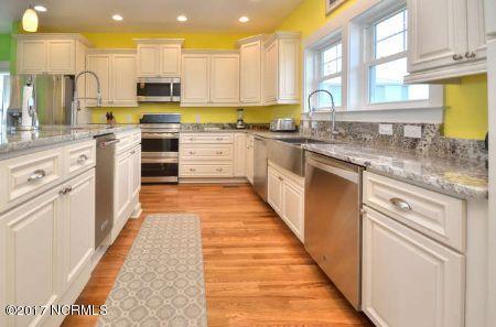 East Beach Real Estate - http://cdn.resize.sparkplatform.com/ncr/1024x768/true/20171207172719407261000000-o.jpg