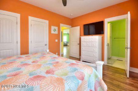 East Beach Real Estate - http://cdn.resize.sparkplatform.com/ncr/1024x768/true/20171207173107529468000000-o.jpg