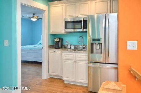 East Beach Real Estate - http://cdn.resize.sparkplatform.com/ncr/1024x768/true/20171207173216310827000000-o.jpg