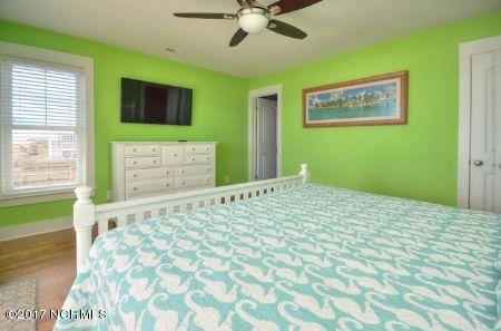 East Beach Real Estate - http://cdn.resize.sparkplatform.com/ncr/1024x768/true/20171207173252650895000000-o.jpg