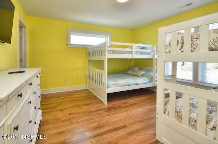 East Beach Real Estate - http://cdn.resize.sparkplatform.com/ncr/1024x768/true/20171207173511290729000000-o.jpg