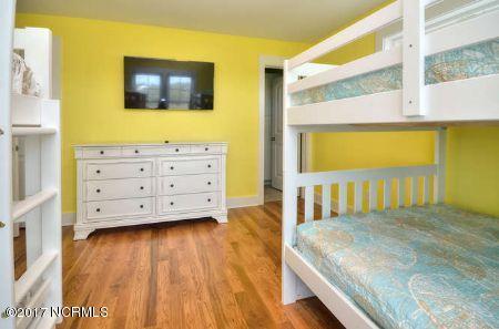 East Beach Real Estate - http://cdn.resize.sparkplatform.com/ncr/1024x768/true/20171207173528567507000000-o.jpg