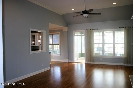 St James Real Estate - http://cdn.resize.sparkplatform.com/ncr/1024x768/true/20171213161343980296000000-o.jpg