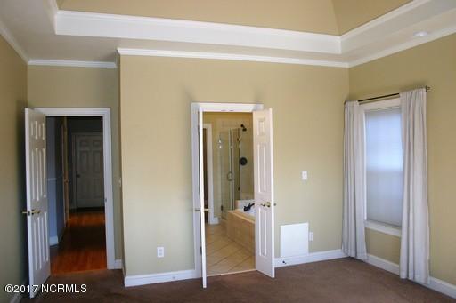 St James Real Estate - http://cdn.resize.sparkplatform.com/ncr/1024x768/true/20171213161552154743000000-o.jpg
