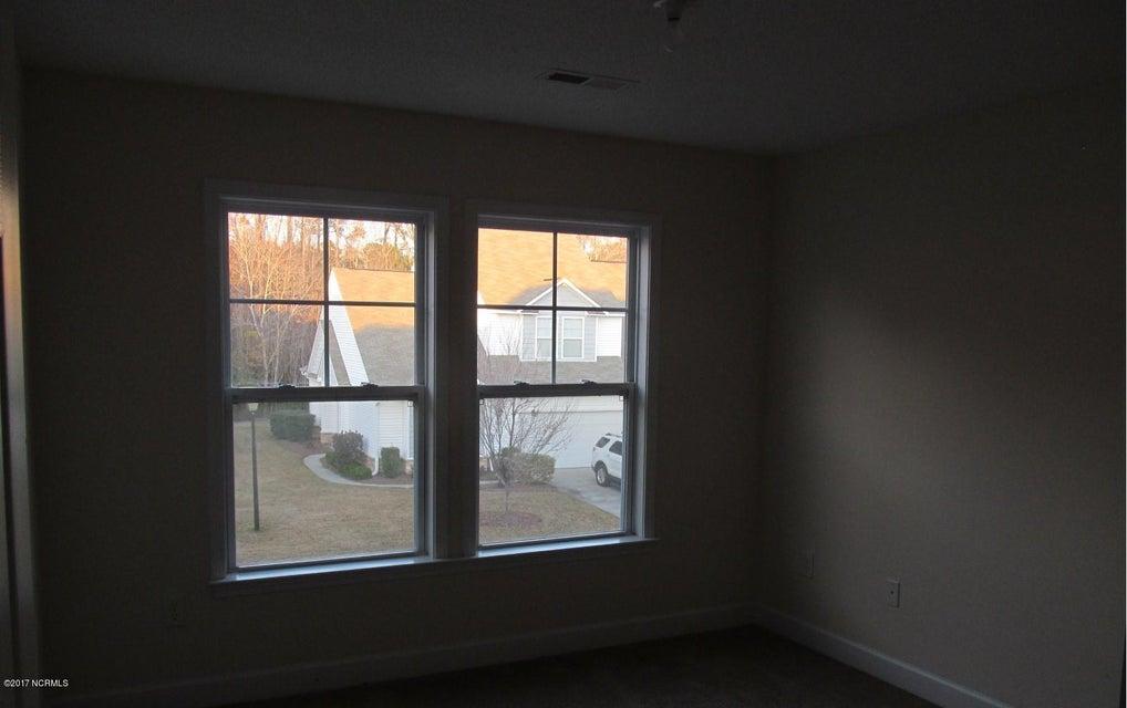 Beacon Townes Real Estate - http://cdn.resize.sparkplatform.com/ncr/1024x768/true/20171217030847783074000000-o.jpg