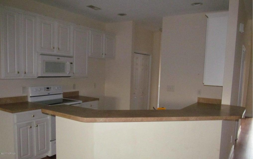 Beacon Townes Real Estate - http://cdn.resize.sparkplatform.com/ncr/1024x768/true/20171217030857005504000000-o.jpg