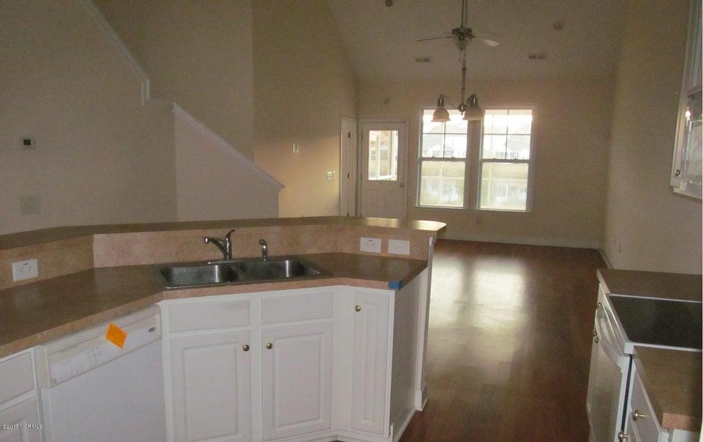 Beacon Townes Real Estate - http://cdn.resize.sparkplatform.com/ncr/1024x768/true/20171217030858689670000000-o.jpg
