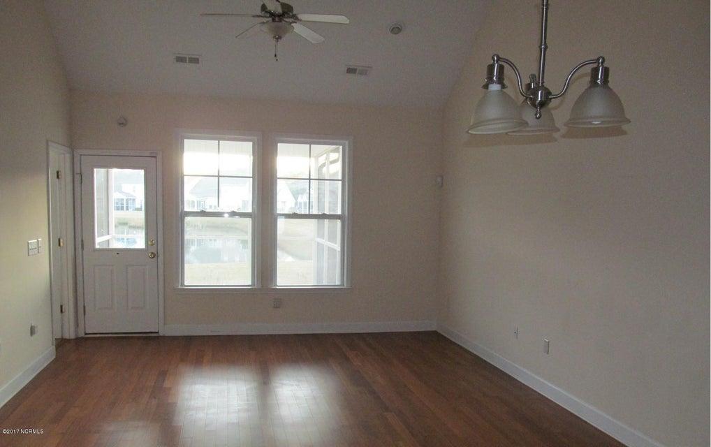 Beacon Townes Real Estate - http://cdn.resize.sparkplatform.com/ncr/1024x768/true/20171217030900393656000000-o.jpg