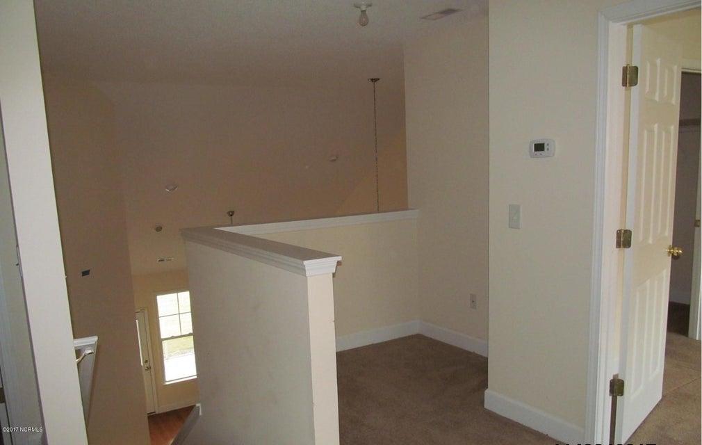 Beacon Townes Real Estate - http://cdn.resize.sparkplatform.com/ncr/1024x768/true/20171217030901387967000000-o.jpg