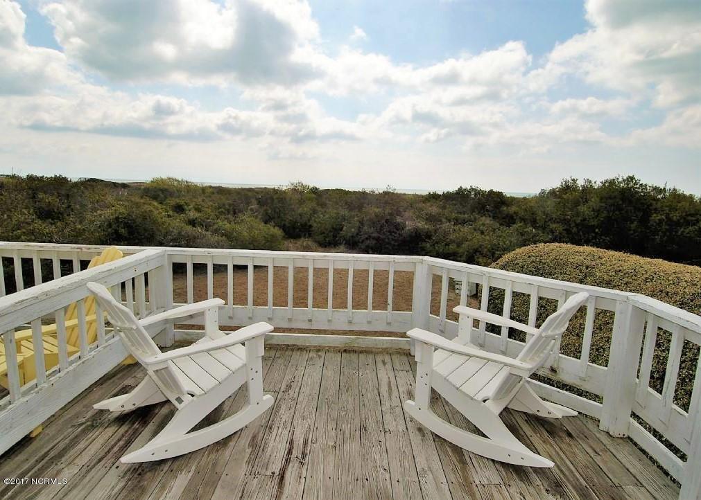 Family Tides Real Estate - http://cdn.resize.sparkplatform.com/ncr/1024x768/true/20171218191610693606000000-o.jpg