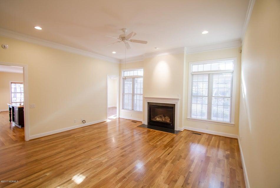 St James Real Estate - http://cdn.resize.sparkplatform.com/ncr/1024x768/true/20171229195622801542000000-o.jpg