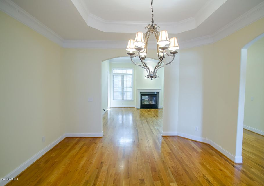 St James Real Estate - http://cdn.resize.sparkplatform.com/ncr/1024x768/true/20171229195624774454000000-o.jpg