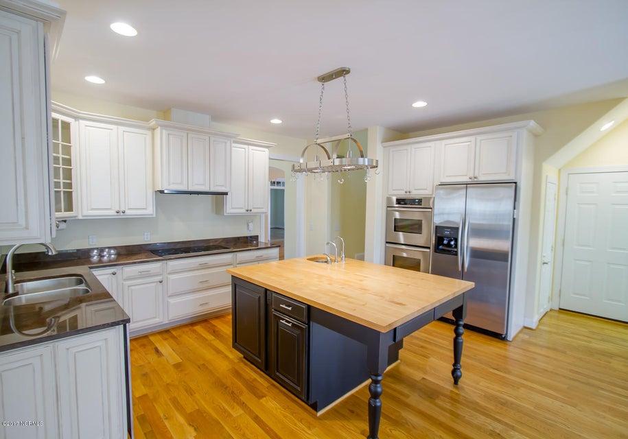 St James Real Estate - http://cdn.resize.sparkplatform.com/ncr/1024x768/true/20171229195626280453000000-o.jpg