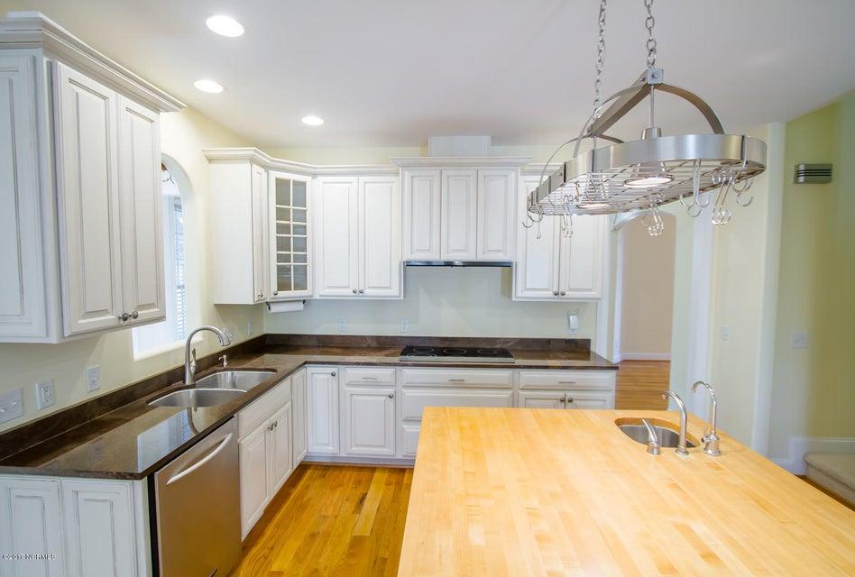 St James Real Estate - http://cdn.resize.sparkplatform.com/ncr/1024x768/true/20171229195629963080000000-o.jpg
