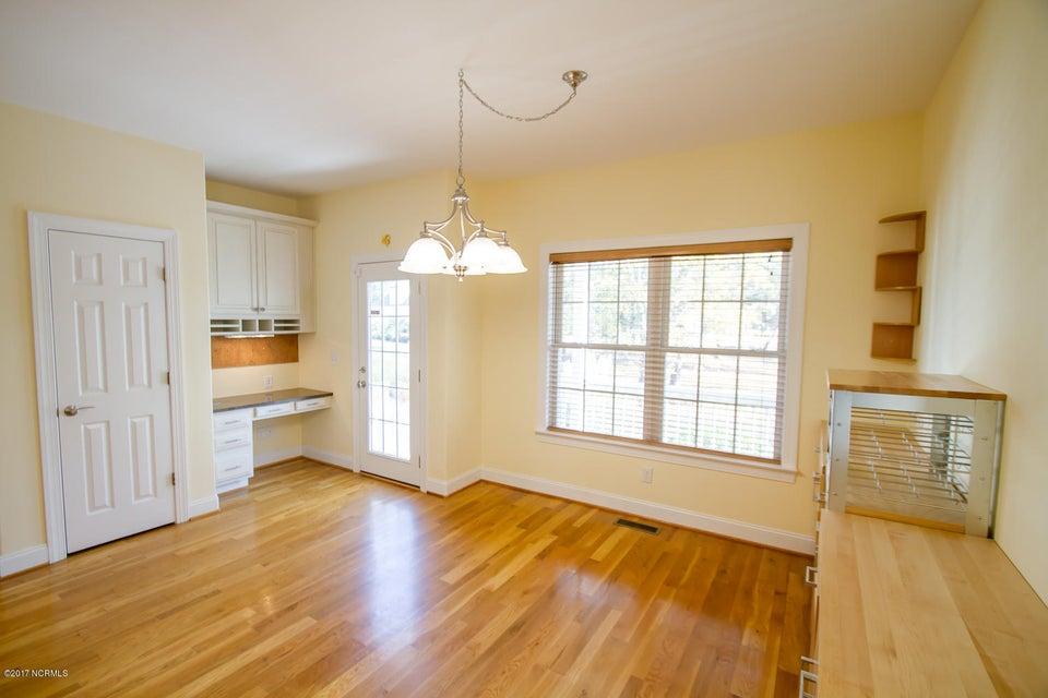 St James Real Estate - http://cdn.resize.sparkplatform.com/ncr/1024x768/true/20171229195632098980000000-o.jpg