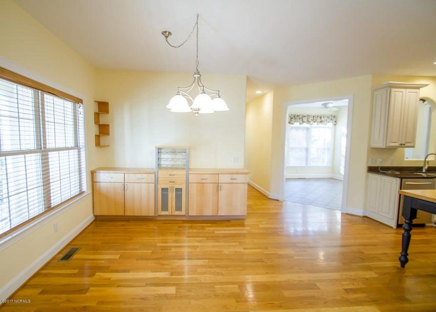 St James Real Estate - http://cdn.resize.sparkplatform.com/ncr/1024x768/true/20171229195633785648000000-o.jpg
