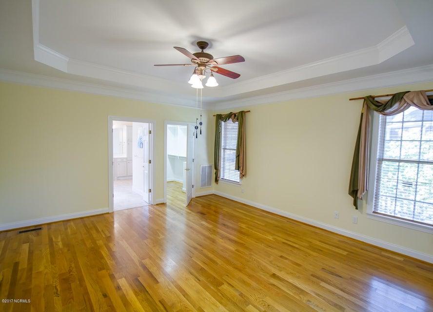 St James Real Estate - http://cdn.resize.sparkplatform.com/ncr/1024x768/true/20171229195638859911000000-o.jpg