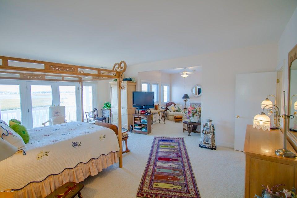 Parmele Isle Real Estate - http://cdn.resize.sparkplatform.com/ncr/1024x768/true/20180102204455101646000000-o.jpg