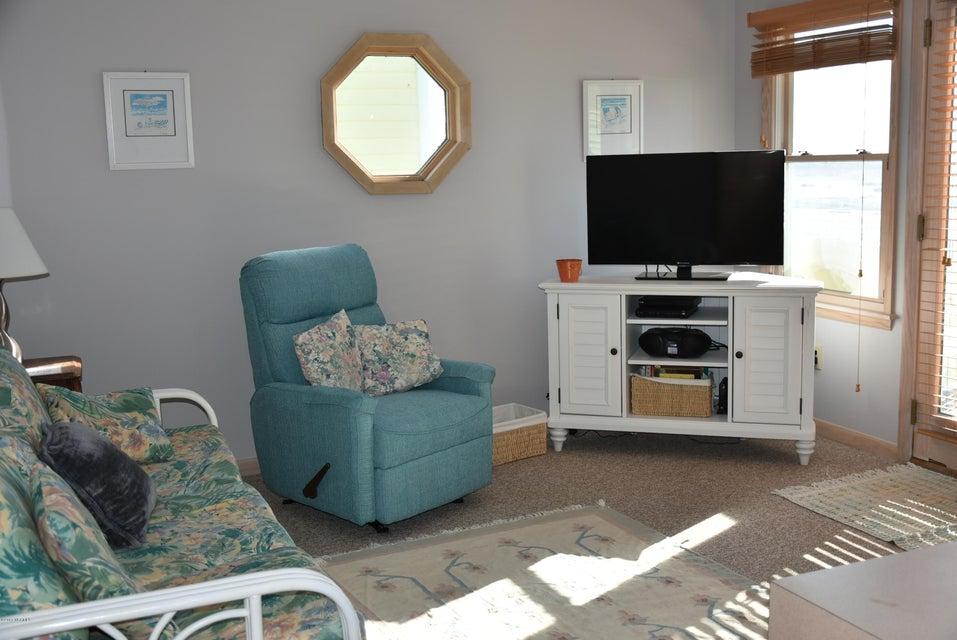 Robinson Beach Real Estate - http://cdn.resize.sparkplatform.com/ncr/1024x768/true/20180113163500811329000000-o.jpg
