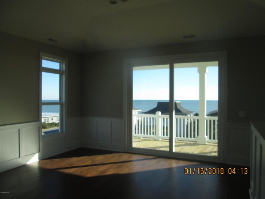 Oak Island Estates Real Estate - http://cdn.resize.sparkplatform.com/ncr/1024x768/true/20180115210127738111000000-o.jpg