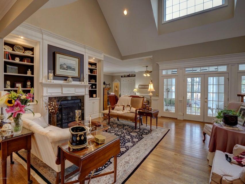 St James Real Estate - http://cdn.resize.sparkplatform.com/ncr/1024x768/true/20180130170658026701000000-o.jpg