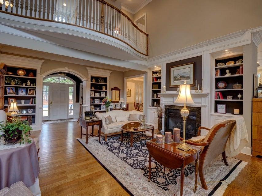 St James Real Estate - http://cdn.resize.sparkplatform.com/ncr/1024x768/true/20180130170702556255000000-o.jpg