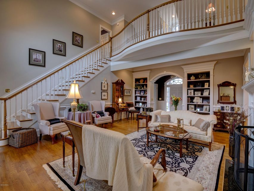 St James Real Estate - http://cdn.resize.sparkplatform.com/ncr/1024x768/true/20180130170706876663000000-o.jpg