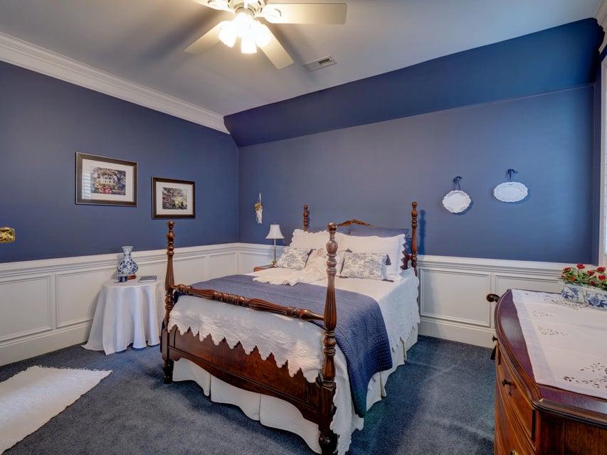 St James Real Estate - http://cdn.resize.sparkplatform.com/ncr/1024x768/true/20180130170834489844000000-o.jpg