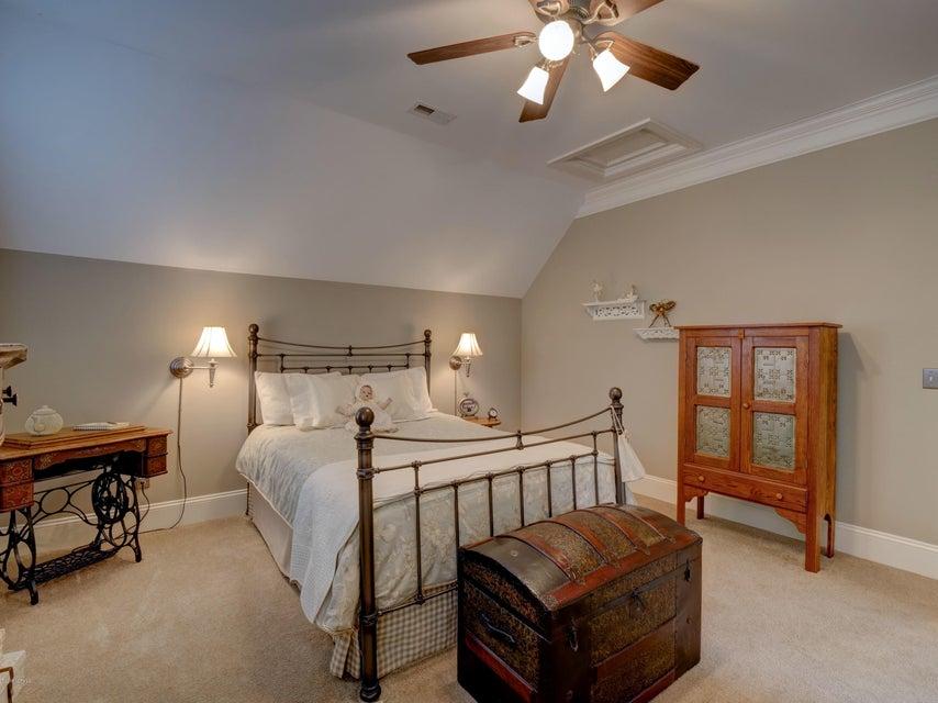 St James Real Estate - http://cdn.resize.sparkplatform.com/ncr/1024x768/true/20180130170901833859000000-o.jpg
