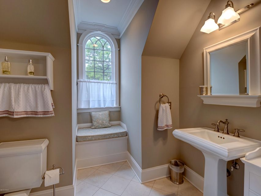 St James Real Estate - http://cdn.resize.sparkplatform.com/ncr/1024x768/true/20180130170905046863000000-o.jpg