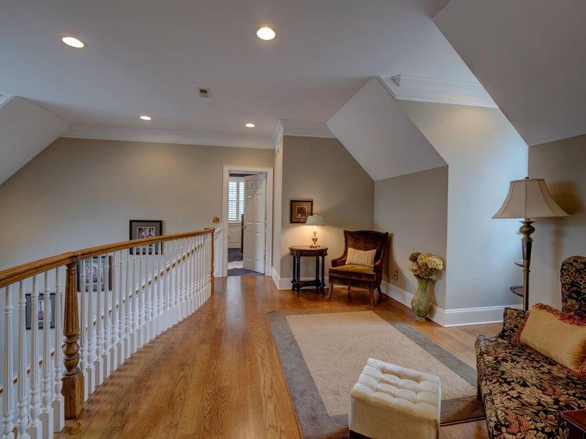 St James Real Estate - http://cdn.resize.sparkplatform.com/ncr/1024x768/true/20180130170913538369000000-o.jpg