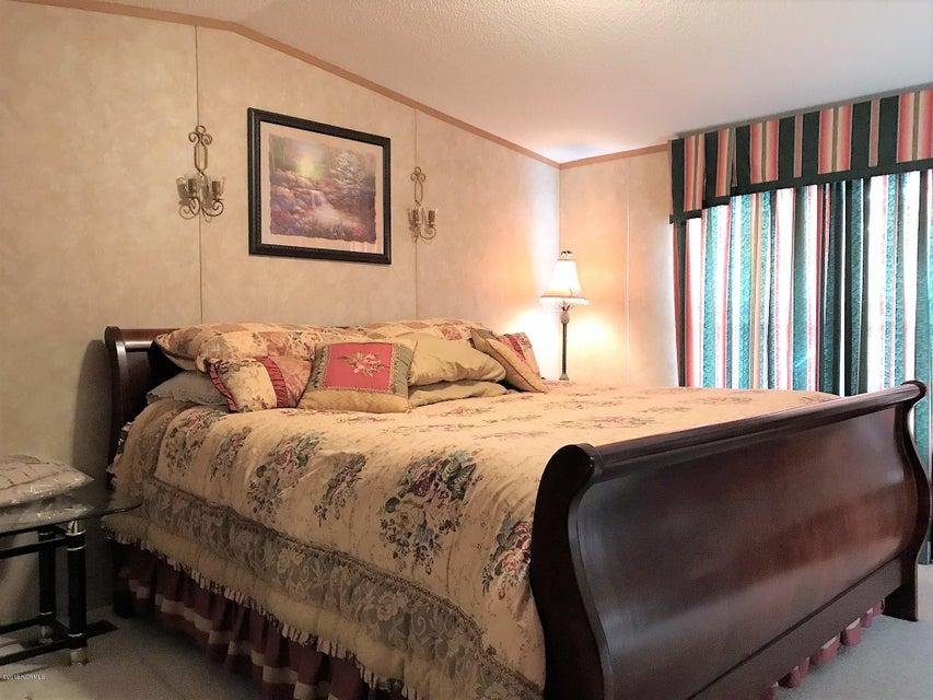 Forest Hills Real Estate - http://cdn.resize.sparkplatform.com/ncr/1024x768/true/20180205180640339982000000-o.jpg