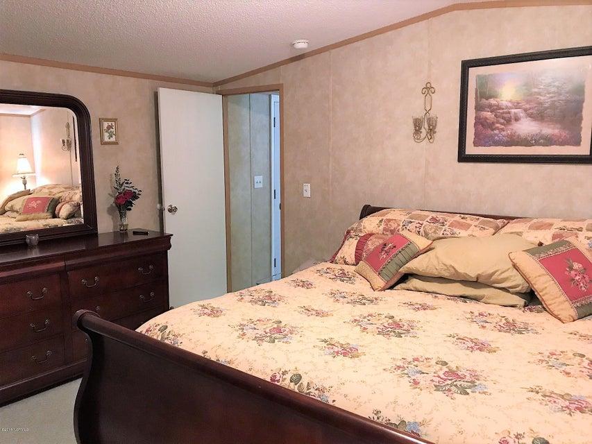 Forest Hills Real Estate - http://cdn.resize.sparkplatform.com/ncr/1024x768/true/20180205180656764324000000-o.jpg