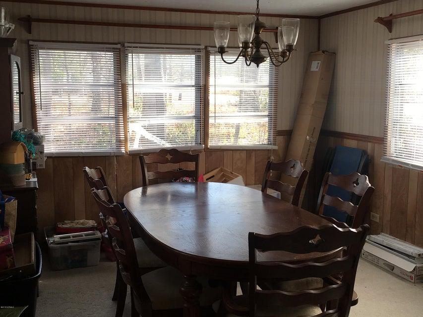 Holiday Pines Real Estate - http://cdn.resize.sparkplatform.com/ncr/1024x768/true/20180207195011676941000000-o.jpg