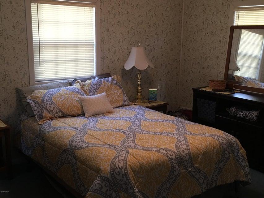 Holiday Pines Real Estate - http://cdn.resize.sparkplatform.com/ncr/1024x768/true/20180207195040479928000000-o.jpg