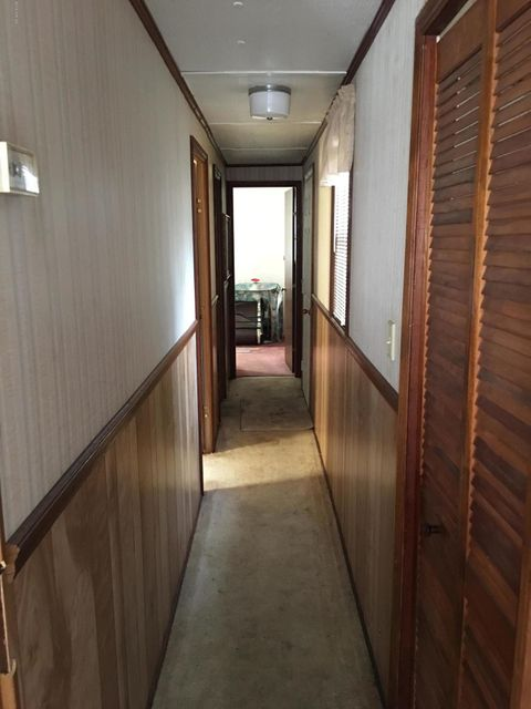 Holiday Pines Real Estate - http://cdn.resize.sparkplatform.com/ncr/1024x768/true/20180207195154390361000000-o.jpg