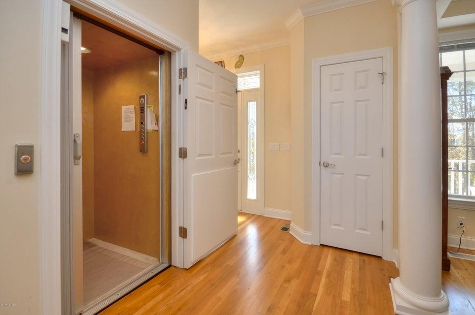 St James Real Estate - http://cdn.resize.sparkplatform.com/ncr/1024x768/true/20180208162723229501000000-o.jpg