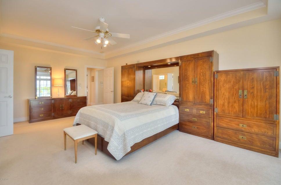 St James Real Estate - http://cdn.resize.sparkplatform.com/ncr/1024x768/true/20180208162909634178000000-o.jpg