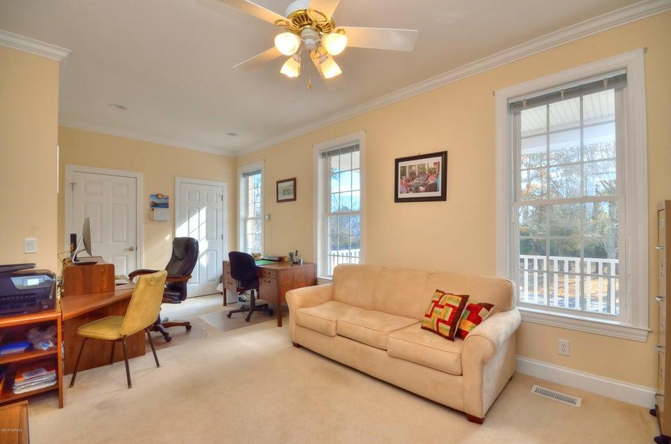 St James Real Estate - http://cdn.resize.sparkplatform.com/ncr/1024x768/true/20180208162939566423000000-o.jpg