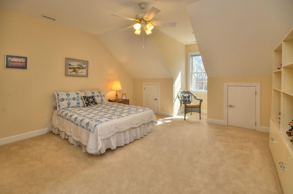 St James Real Estate - http://cdn.resize.sparkplatform.com/ncr/1024x768/true/20180208163028354434000000-o.jpg