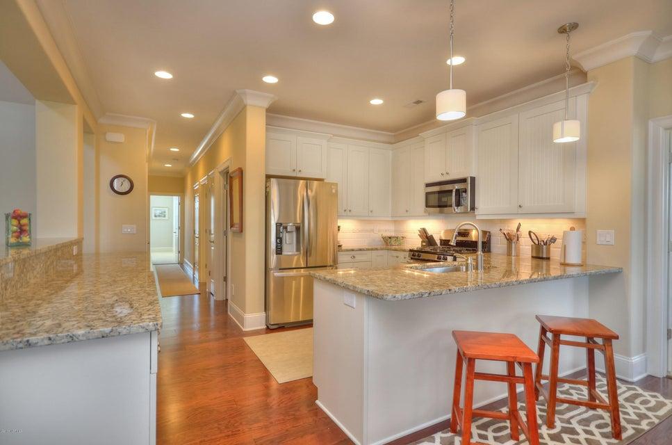 St James Real Estate - http://cdn.resize.sparkplatform.com/ncr/1024x768/true/20180209221454669904000000-o.jpg